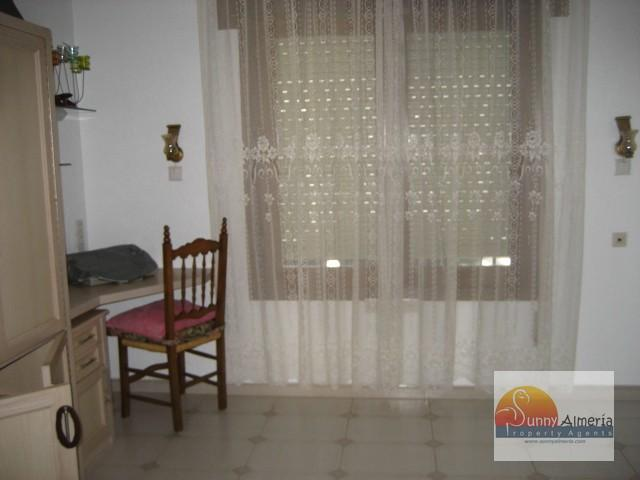 Chalet for rent in Calle Rio Eo 51 (Roquetas de Mar), 1.200 €/month