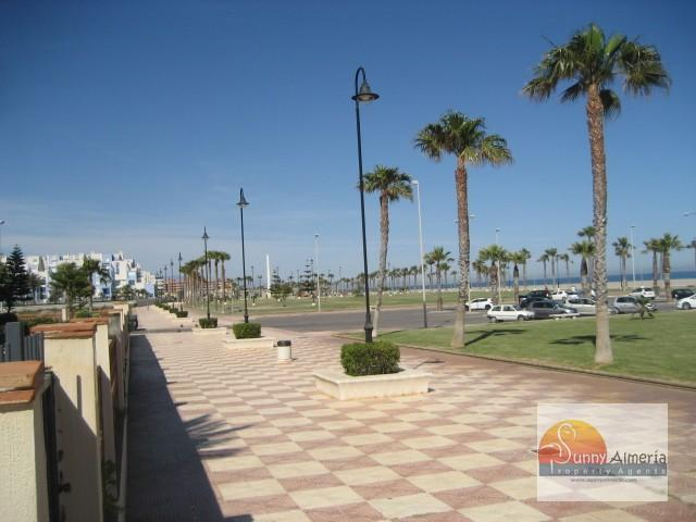 Luxury Apartment for rent in Calle Fosforito 4 (Roquetas de Mar), 850 €/month (Season)