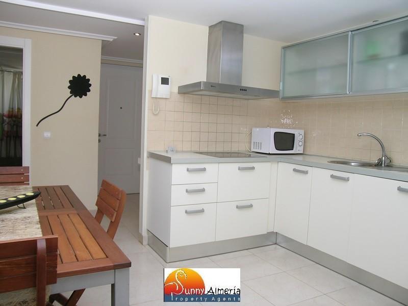 Luxury Apartment for rent in Calle Fosforito 4 (Roquetas de Mar), 950 €/month (Season)