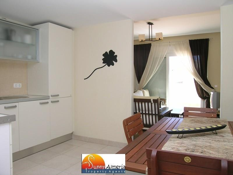 Luxury Apartment for rent in Calle Fosforito 4 (Roquetas de Mar), 950 €/month (Season)